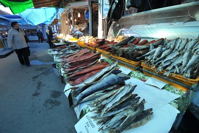 Отравление вяленой рыбой из украинской столицы докатилось доХерсона. Уженщины диагностировали ботулизм
