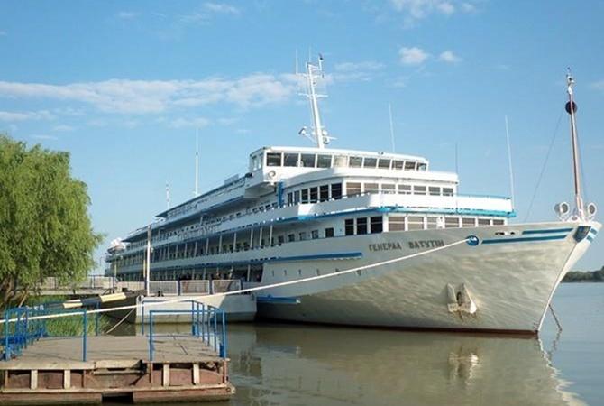 Круизный лайнер «Генерал Ватутин» будет обслуживать русских туристов