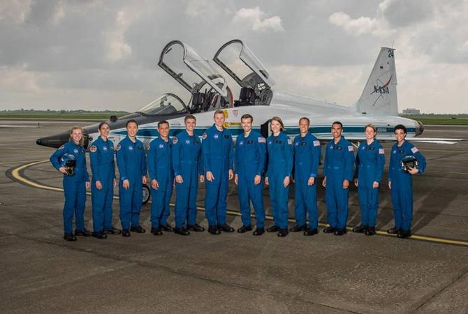 NASA выбрала 12 новобранцев из 18 тысяч для полета на Марс В отобранную группу вошли 12 человек