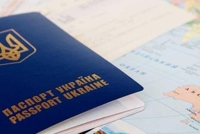 Аваков: украинцам ежедневно выдают неменее 20 тыс биометрических паспортов