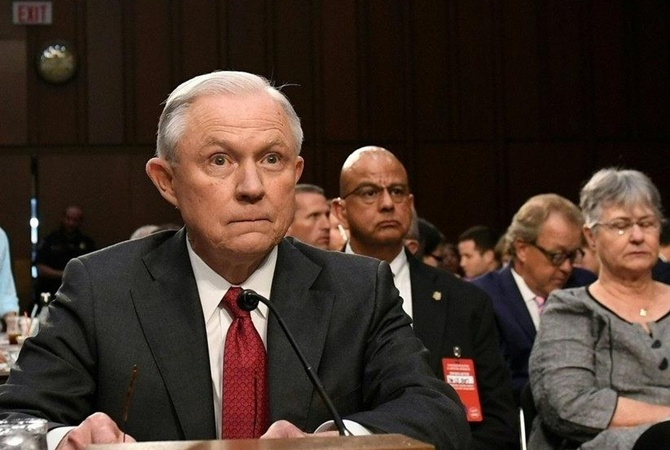 Генеральный прокурор США Сешнс отверг обвинения впомехах изучению по РФ