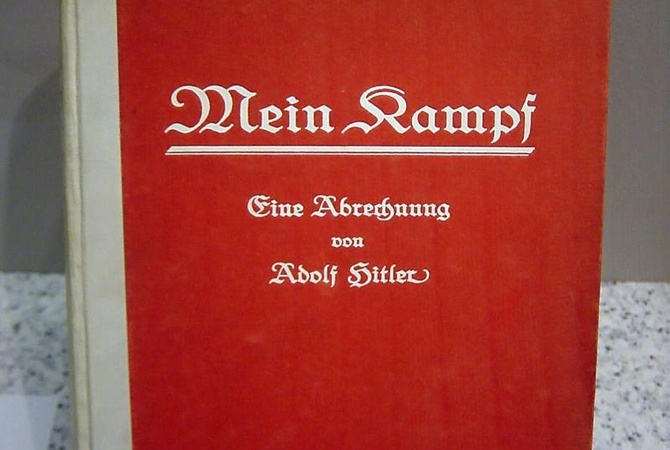 В Британии на аукцион выставлен'Майн кампф с автографом Гитлера Первое издание Mein Kampf