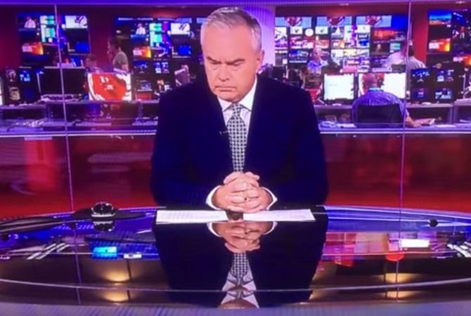 Телевизионный ведущий «Би-би-си» пару минут молчаливо сидел впрямом эфире