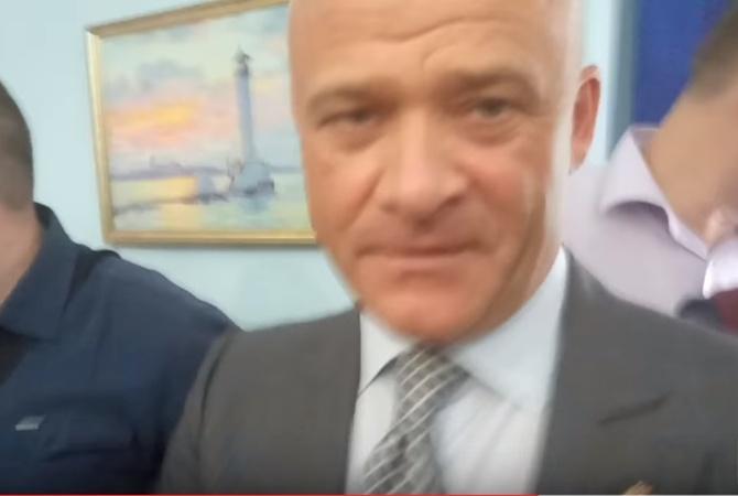 Нервы слабые: мэр Одессы попал вскандал с корреспондентом, появилось видео