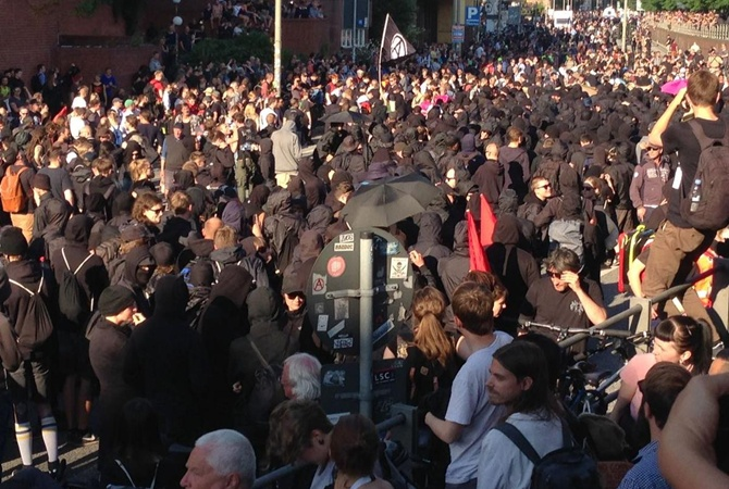 ВГамбурге 74 полицейских пострадали впроцессе столкновений сантиглобалистами