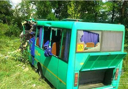 ВДнепропетровской области автобус спассажирами врезался в грузовой автомобиль — Жуткое ДТП
