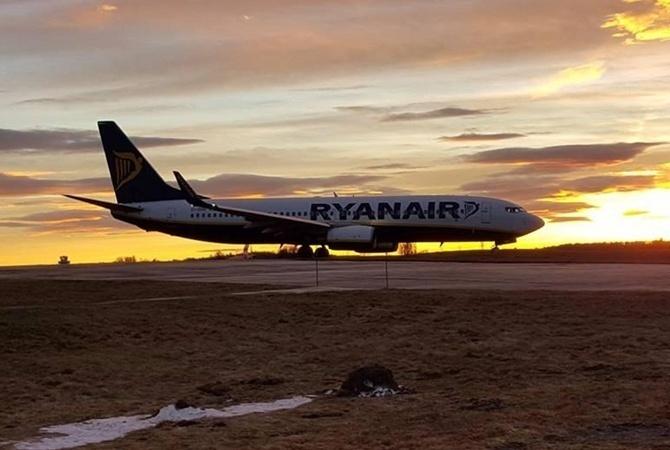Директор'Борисполя заявил что переговоры с Ryanair восстанавливаются Самолет компании Ryanair
