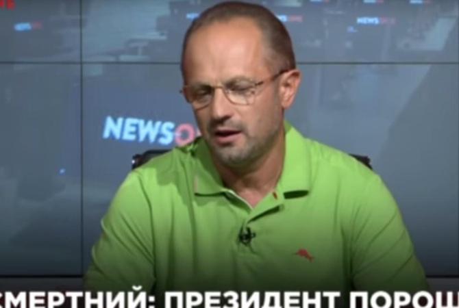 Политик: Порошенко под чужими именами ведет дискуссии в«Фейсбуке»