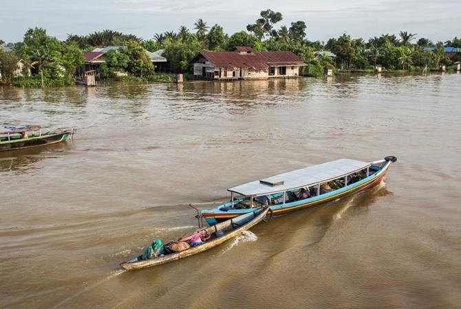 Скоростной катер затонул вИндонезии, спасатели ищут 47 человек