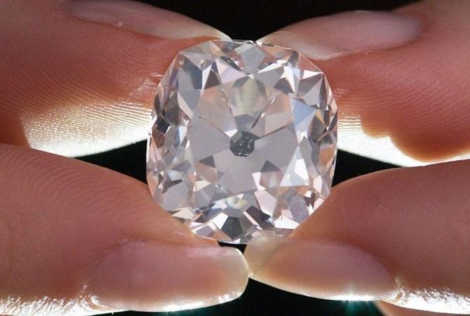 ВГонконге мужчина пытался ограбить ювелирный, проглотив бриллианты