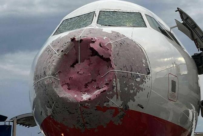 Украинские летчики вслепую посадили турецкий лайнер, «избитый» большим градом