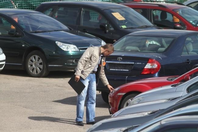 ВУкраинском государстве начали облагать штрафом собственников авто наиностранных номерах