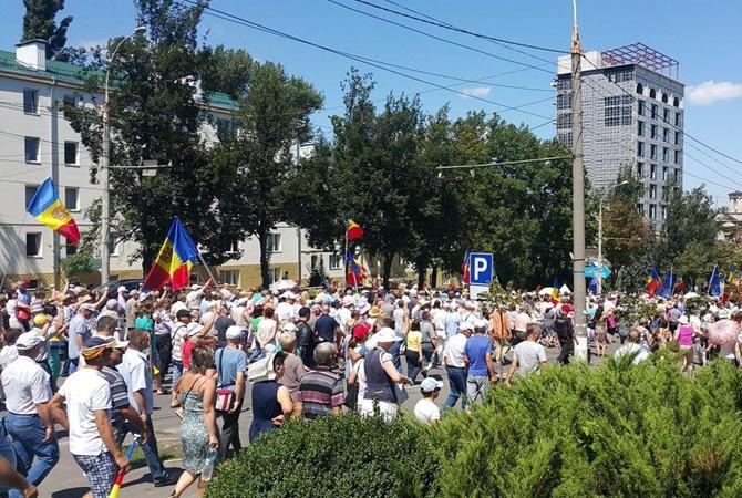 ВМолдове начались протесты против президента