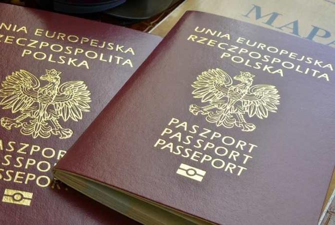 Киев против: Польский паспорт может приукрасить украинская часовня