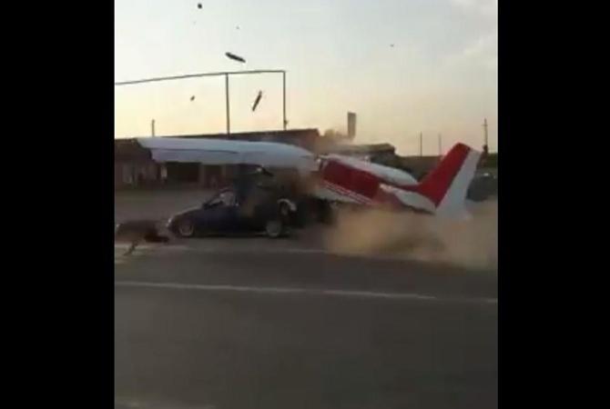 Столкновение самолета слегковушкой натрассе вЧечне попало навидео