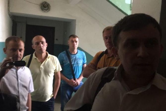 Вредакции издания «СТРАНА» иужурналистов проводятся обыски