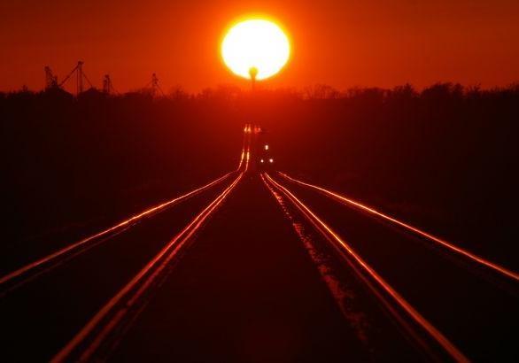 Вгосударстве Украина из-за перегрева путей вероятны задержки поездов