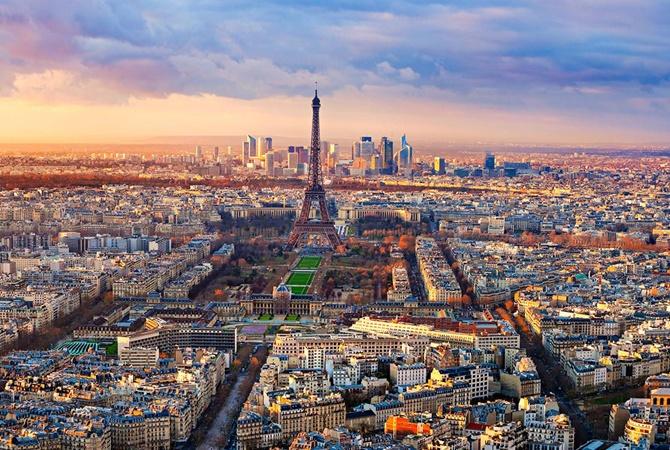 13-летняя девочка погибла в итоге наезда напридорожное кафе под Парижем