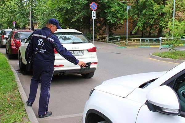 Таксист вцентре столицы сбил выписавшего ему штраф инспектора