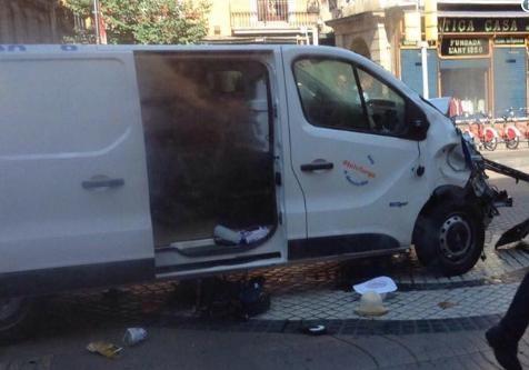Милиция: наезд фургона напешеходов вБарселоне— теракт, есть погибшие, большое количество пострадавших
