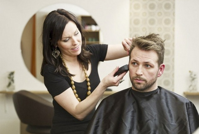 Аброськин: ВКиеве женщина забила досмерти парикмахера из-за стрижки своего мужа