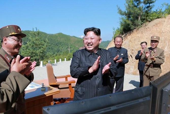КНДР сообщила обувеличении производства боеголовок иракетных моторов