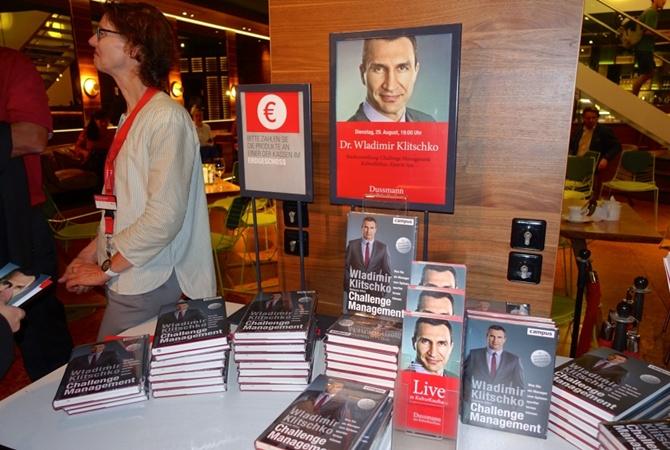 Кличко-младший представил вБерлине свою книгу отом, как управлять вызовами