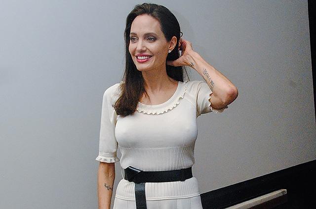 Анджеліна Джола прийшла на прем'єру фільму без ліфчика