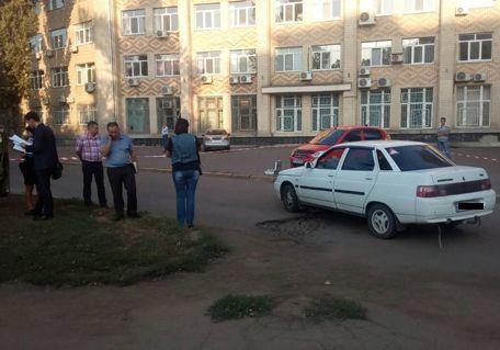 Криминальный Николаев: из-за конфликта надороге шофёр тяжело ранил человека