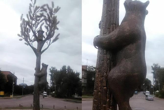 НаЧерниговщине установили скульптуру медведя насосне