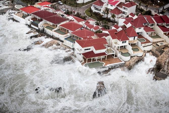 Неменее 60 человек погибли: число жертв урагана «Ирма» растет