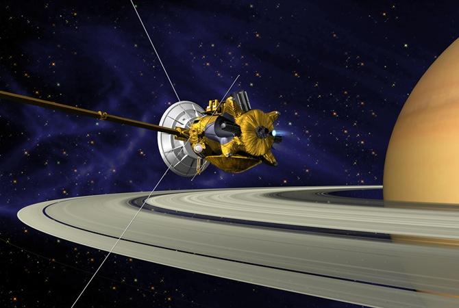 Размещены последние кадры Cassini