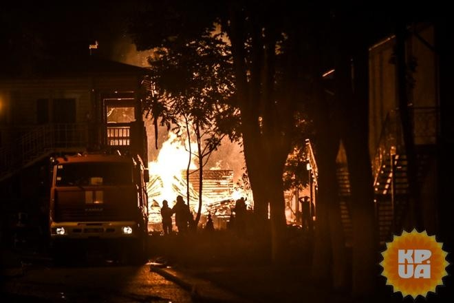 Пожар влагере Одессы: школьница спасла восьмерых маленьких детей