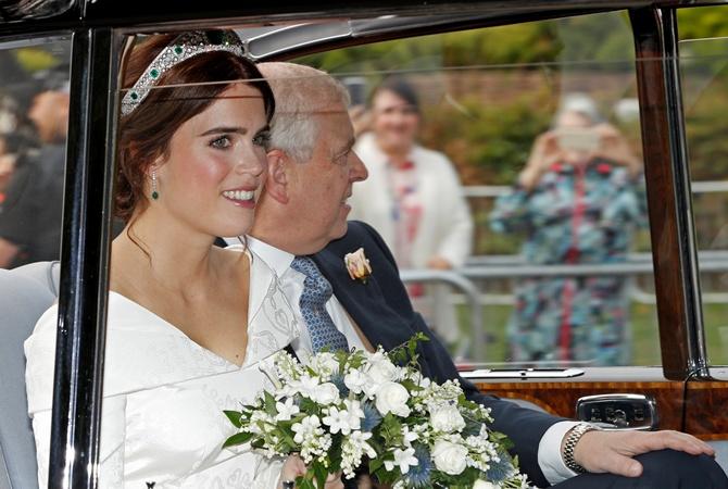 Смотреть На свадьбу Меган Маркл и британского принц Гарри пригласят даже пчел видео
