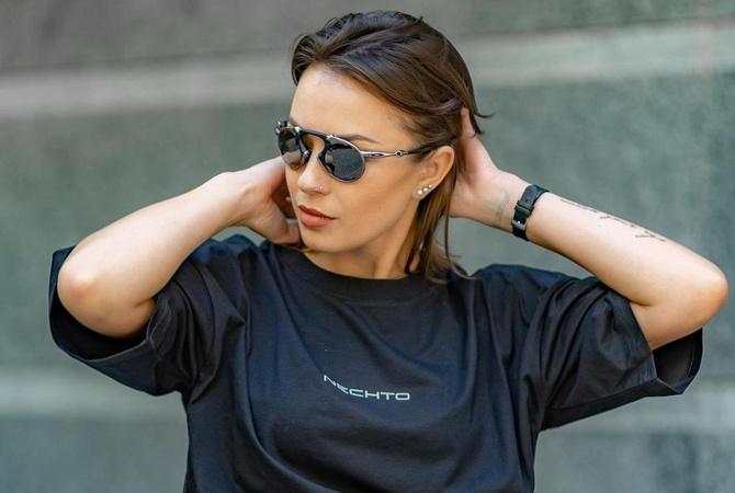 Московский клуб анонсировал выступление жены экс-депутата Сергея Лещен