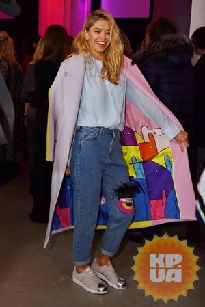 Брежнева похвасталась пальто, которое сшила дизайнер Катя Сильченко.
