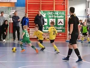 Юные футболисты не только бегают и пинают мяч, но и развивают выносливость, силу и умение работать в команде. Фото: facebook