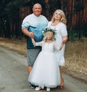 Эдуард Жмутский, его жена Марина и младшая дочь
