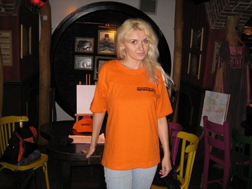 Всех участников квеста встречают девушки в футболках Комсомольской правды