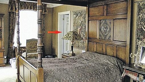 остевая комната, где хранился дневник. Стрелкой показана ванная, где нашли задушенного Березовского.