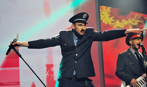 Валерий Харчишин весьма удачно перевоплотился в милиционера. Словно был им всегда. Фото предоставлено пресс-службой группы.