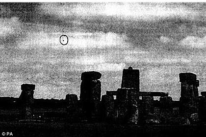 НЛО над Стоунхенджем. Фото: https://www.gov.uk
