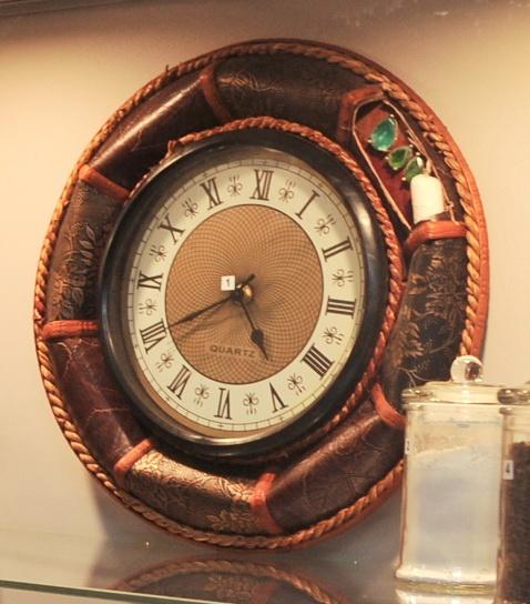 В корпус часов вклеивали драгоценные камни. Фото: Максим Войтенко