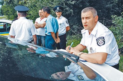 Штраф нерадивым водителям выписывают серьезный - 8,5 тысячи гривен. Фото: Олег Терещенко.