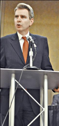 Посол Джеффри Пайятт не успел проработать в Киеве больше двух недель, как уже продвигает интересы американских компаний. Фото: bestdelegate.com.