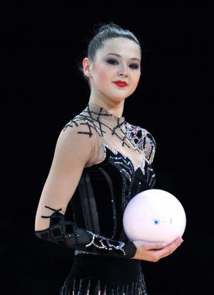 Любимый вид Алины Максименко - мяч. Фото ukraine-rg.com.ua