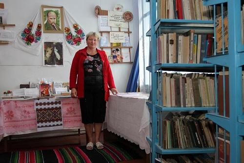 Библиотекарь Нина Росенко неожиданно открыла всебе талант риэлтора.  Фото: Олег ТЕРЕЩЕНКО.