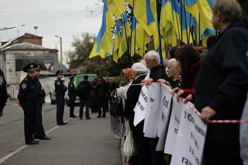 Перед зданием суда было много милиции. Фото: Роман ШУПЕНКО