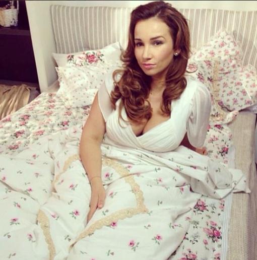 Чехова призналась, что съемка постельных сцен - работа-мечта. Фото: instagram.com/achekhova