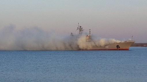 Корабль весь в дыму. Фото: соцсети